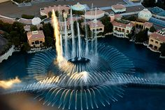 """""""Bellagio Fountains: The Best Show in Vegas"""""""