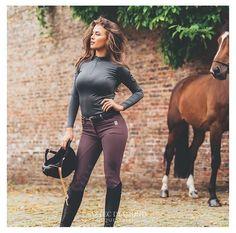 "Lol that horse is like ""lady please, IM fabulous"""