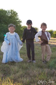 Dying of cuteness! Kids Princess Bride Costumes - Princess Buttercup Wedding Dress, Wesley the Dread Pirate Roberts Costume, and Inigo Montoya Costume - Melly Sews Patrones disfraces