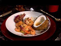 Camarão com arroz de jasmim e farofa de amendoim