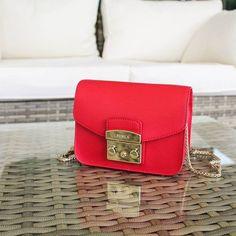 #Red passion! #Furla Metropolis ❣️ ・・・ Ora in #Saldi -30% ➡️ su RicciShop.it  #sale #furlametropolis #saleoff #furlabags #minibag #borsa #newcollection #borse #bag #bags #cool #glamour #chic #style #minimal #elegant #fashion #fashionaddict #blogger #lovely #shoponline #riccishop #shopping #loveshopping #bestshop #italy