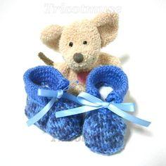 Chaussons bébé tricotés en laine layette bleue 0/3 par Tricotmuse