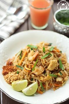 Finally I took out a packet of dried rice noodles that have been sitting for too long in the pantry. It was brought back from last Ban...