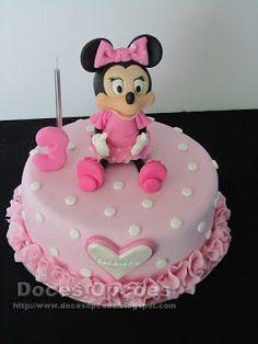 Doces Opções: Bolo com a Minnie para o aniversário da Carminho Cake, Desserts, Disney, Food, Decorating Cakes, Sweets, Tailgate Desserts, Deserts, Kuchen