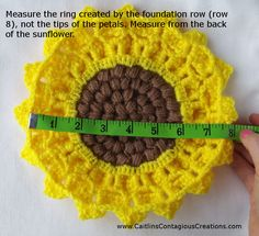 Crocodile Stitch Sunflower Square Crochet Pattern Tutorial with Pictures. This fun and easy tutorial will help you create a crochet square you can use for many things! Crochet Flower Squares, Crochet Sunflower, Granny Square Crochet Pattern, Crochet Flower Patterns, Afghan Crochet Patterns, Crochet Motif, Crochet Doilies, Crochet Stitches, Crochet Hats