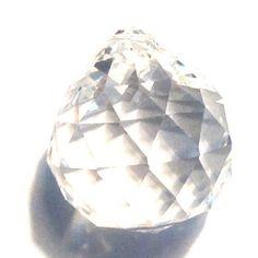 Bola de Cristal de Prismas. Puedes conseguirla en http://adivinacion.esoterik-a.com/producto/bola-cristal-prismas/