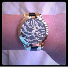 Michael Kors Watch Michael Kors Gold Tone Watch. Only worn a few times. No scratches or any damage and I do not have extra links. 100% Authentic  Michael Kors Accessories Watches