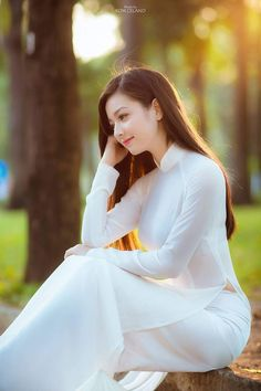 Beautiful traditional áo dài (ao dai)      #marknvy #aodai #vietnam #fashion #dress #asian #whiteaodai