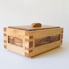 Wood Box with Lid, made using Woodworking Hand Tools Woodworking Hand Tools, Woodworking For Kids, Dovetail Box, Box Joints, Box With Lid, Wood Boxes, Keepsake Boxes, Projects To Try, Decorative Boxes