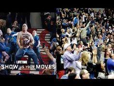 【バスケ】大好きな選手のために上半身裸で踊って退場→12年後に選手の復帰試合にやってきて。。 - YouTube