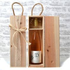 Natural Wood Gift Box with Durvillea Wine. NZ wine is always a popular gift box idea. Wooden Wine Boxes, Wine Gift Boxes, Wood Gift Box, Wood Gifts, Champagne Brands, Customised Mugs, Sustainable Gifts, Business Gifts, Bottle Design