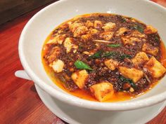 こんなラーメン食べたことない! 「シビれ系麻婆麺」や「海老出汁麺」など、東京の個性派ラーメン3選【ぐるなび】 Chili, Curry, Soup, Dressing, Japan, Foods, Ethnic Recipes, Sweet, Food Food