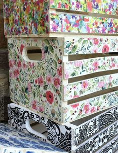 Decoupage Napkin Crates, Framed Cork Boards, and Drawer Shelves is part of Crate crafts - DIY repurposed projects to sell at a vintage market decoupage crates with napkins, framed cork boards, and drawer shelves Decoupage Wood, Napkin Decoupage, Decoupage Furniture, Diy Furniture, Decoupage Ideas, Decoupage Tutorial, Decoupage Drawers, Furniture Online, Modern Furniture