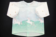 He encontrado este interesante anuncio de Etsy en https://www.etsy.com/es/listing/576230271/camisa-unicorniospara-bebes-y-ninas