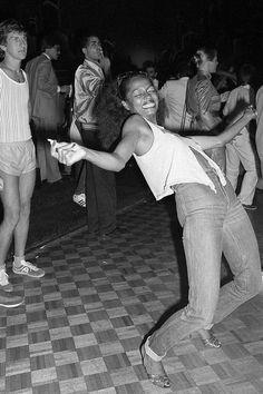 Diana Ross does the limbo on the dance floor of Studio 54 Liza Minnelli, Brooke Shields, Sylvester Stallone, Robin Williams, Man Ray, Debbie Harry, Musica Disco, Disco Club, Garance