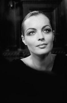 romy schneider : la plus émouvante des actrices. Hollywood Stars, Old Hollywood, Actrices Hollywood, French Actress, Famous Art, Iconic Movies, Black And White Portraits, Photo A Day, Actors