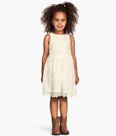 The perfect picture dress for a little girl - spring or summer.