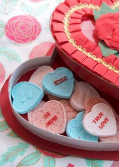 How to Make Conversation Heart Bath Bombs for Valentine's Day | DIY