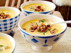 Wintersuppen - Heißes für kalte Tage - kaesesuppe-nuss-crunch  Rezept