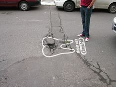 CARIE STRADALI. Anche in Italia la stessa malattia degenerativa, per l'asfalto come per i denti. #Guerrilla #Marketing