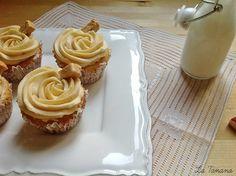 http://www.latanana.com/search/label/Cupcakes  DE TURRÓN 115gr. mantequilla,220gr. azúcar,3 huevos,220gr. de harina,1 y 1/2 cucharadita de levadura,120ml de leche,2 cuch pasta de turrón(1/2 tableta de turrón+3 cuch leche ). Mantequilla+azucar->Huevos->Harina+leva->leche,+2cuch pasta hornear20´ Rellenar con pasta y decorar con mantequilla de turrón :(250gr. de mantequilla a temperatura ambiente 325gr. de Icing Sugar (azúcar super fina), 1ita vainilla,3 itas leche,2 cuch crema de turrón)