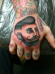 barber knuckle tattoos – Tattoo Tips Retro Tattoos, Old Tattoos, Traditional Ink, Traditional Tattoos, American Traditional, Barber Tattoo, Tattoo 2017, Knuckle Tattoos, Original Tattoos