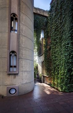 Renowned architect Ricardo Bonfill stumbled across thisabandoned cement factory in the early 1970s. He was immediately seduced by the contradictions and the ambiguity of the place, later dubbed as…