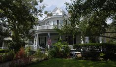 """PRICE REDUCED Captain's Quarters Inn, Edenton North Carolina. """"The south's prettiest little town"""". 8 guest rooms and a full service restaurant. Financially viable inn awaits new owners. $725,000. #innsforsale"""