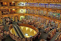 A livraria El Ateneo, em Buenos Aires, é considerada uma mais das bonitas no mundo, e a maior.
