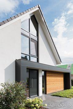 Roscobouw, in harmonie - Eigenhuisbouwen. Bungalow Exterior, Exterior House Colors, Modern Exterior, Exterior Design, Balcony Railing Design, Home Exterior Makeover, English House, House Floor Plans, Future House
