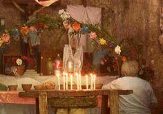 La Cruz Parlante, localizada en Felipe Carrillo Puerto. Fue una especie de motivación para los militares mayas durante la Guerra de Castas en Chan Santa Cruz. Los pobladores cuentan que esta cruz comenzaba a hablar solamente a los militares, quienes eran los encargados de compartir aquello que la cruz ordenó para seguir adelante con la guerra y alcanzar el objetivo, la libertad y crear una nueva sociedad. En conclusión, esta Cruz Parlante llevó a los mayas a luchar por lo que deseaban.