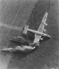 Un B24 Liberator pris au moment du crash pendant l'opération Market Garden, (Hollande Septembre 1944).