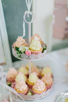 Dekoideen für eine Taufe | Friedasbaby.de Fotos: Michaela Janetzko Torten/Candytable: Naschwerk & Co. Papeterie: Glücksdinge