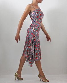 Vestido de tango Elegante, elástico y cómodo. Hecho de jersey de punto muy táctil con sedosos, suaves y caídas. Corte recto vestido de hendidura en un lado y una cola en el otro. Acentúa y se mueve Tamaño: como EN-40-42 Reino Unido-8-10 EEUU-4-6 FR-36-38 El modelo de la foto mide 164 cm de altura: busto: 90 cm cintura: 68 cm caderas: 92 cm La tela es muy elástica, se encuentra reservado por 4 cm más Listo para enviar. Envío se produce, en promedio, en 1 o 2 días hábiles de cuando recibió ...