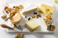 Kaasschotel met epoisses, brie, emmenthaler,manchego en achelse blauwe. Brie, Lchf, Feta, Brunch, Dairy, Yummy Food, Cheese, My Favorite Things, Desserts