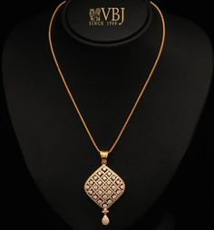 For More Follow On INSTA @love_ushi OR PINTEREST @ANAM SIDDIQUI ♥ Gold Chain Design, Gold Jewellery Design, Gold Jewelry, Jewelery, Pendant Jewelry, Jewelry Art, Beaded Jewelry, Jewelry Rings, Pendant Set