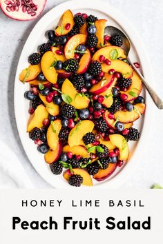 Honig-Kalk-Basilikum-Pfirsich-Obstsalat Jul 30 Gorgeous honey lime basil peach fruit salad made with fresh peaches, blackberries, blueberries and pomegranate. This summer peach fruit salad r. Summer Salads With Fruit, Summer Salad Recipes, Healthy Summer Recipes, Fruit Salad Recipes, Recipes With Fruit, Fresh Fruit Salad, Fruit Salads, Fruit Juice, Lime And Basil
