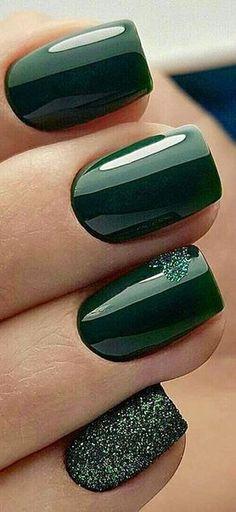 Stylish Nails, Trendy Nails, Fancy Nails, Cute Nails, Green Nail Art, Dark Green Nails, Nagellack Trends, Gorgeous Nails, Nail Polish Colors