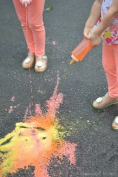 Magical color changing squirty chalk - my kids were wowed, and they got to… Outdoor Activities For Kids, Fun Activities For Kids, Science For Kids, Art For Kids, Class Activities, Kids Fun, Classroom Activities, Holiday Crafts For Kids, Crafts For Boys