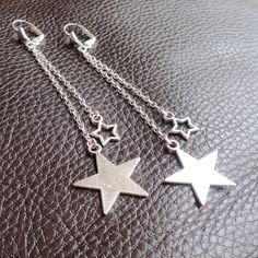 Boucles d'oreilles longues chaînes et étoiles argentées : Boucles d'oreille par lizou-sen-fout