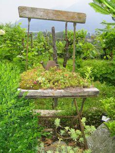Gartendeko selber machen - Stuhl als Pflanzkübel