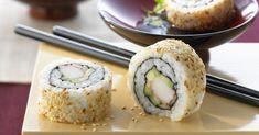Rezept: Inside-Out-Rolls (California Rolls) California Rolls, Inside Out Sushi, Toasted Sesame Seeds, Thing 1, Ripe Avocado, Rolls Recipe, Japanese Food, Catering, Vegetarian