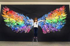 Feather Wings Mural (smART Class) The past few months my students have been making feathers for a group mural. This idea was inspired by my friend and celebrity in the art community, Cassie Stephe - celebrities Club D'art, Art Club, Arte Elemental, Class Art Projects, Group Projects, School Auction Projects, Craft Projects, Classe D'art, School Murals