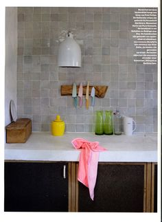 Like these zellige tiles for the bathroom Green Kitchen Walls, Kitchen Paint, Kitchen Flooring, Kitchen Backsplash, New Kitchen, Kitchen Dining, Kitchen Decor, Black Kitchens, Home Kitchens