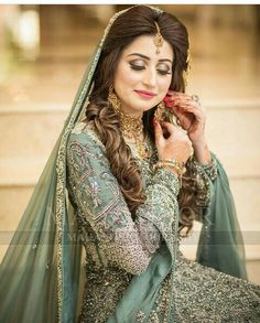 Walima Dress, Shadi Dresses, Pakistani Bridal Dresses, Pakistani Wedding Dresses, Indian Dresses, Bridal Looks, Bridal Style, Asian Wedding Makeup, Bridal Makeup