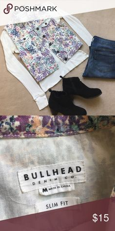 """Floral Denim Vest This denim vest may have a floral pattern but it can take you into the fall season too! Reminds me of the recent Candie's ad with Sarah Hyland showing how to wear florals in the fall (I would put a screenshot here if I could find it 😕). It's kind of big on me since it is a medium even though it says """"Slim Fit"""" on the tag (hence the fit will not be boxy). In excellent used condition. I only wore this thing like twice. Smoke and pet free home. Bullhead Jackets & Coats Vests"""