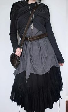 """""""apparently theres a variation of mori girl fashion called dark mori and it literally what an actual witch would wear"""" Mode Mori, Mode Alternative, Kleidung Design, Mori Girl Fashion, Aesthetic Fashion, Witch Aesthetic, Aesthetic Dark, Aesthetic Bedroom, Aesthetic Drawing"""