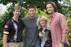 Jared & Jensen w/ a few...fans?? (or is this behind the scenes??)
