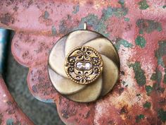 vintage button pendant necklace jewelry tan by Suddendeersighting, $20.00