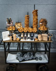 25 Amazing Vegan Wedding Food Stations- Are you vegans tying the knot? then you may be puzzling over how to feed your guests with vegan food that they will really love (and maybe decide to go vegan, too! Oktoberfest Party, Vegan Wedding Food, Wedding Snack Bar, Wedding Food Bars, Unique Wedding Food, Buffet Wedding, Wedding Foods, Wedding Reception Food, Wedding Breakfast